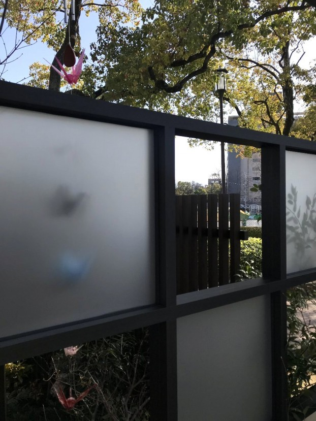 ポリカ板スクリーンと原爆ドーム